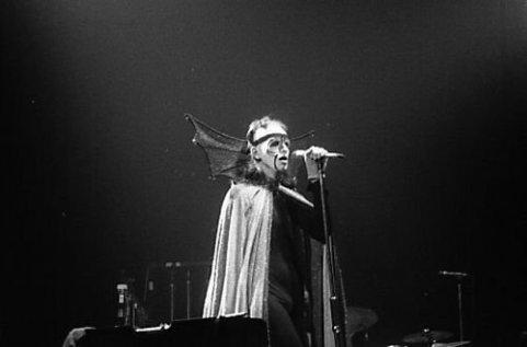 the passenger times - Peter Gabriel's wardrobe 09