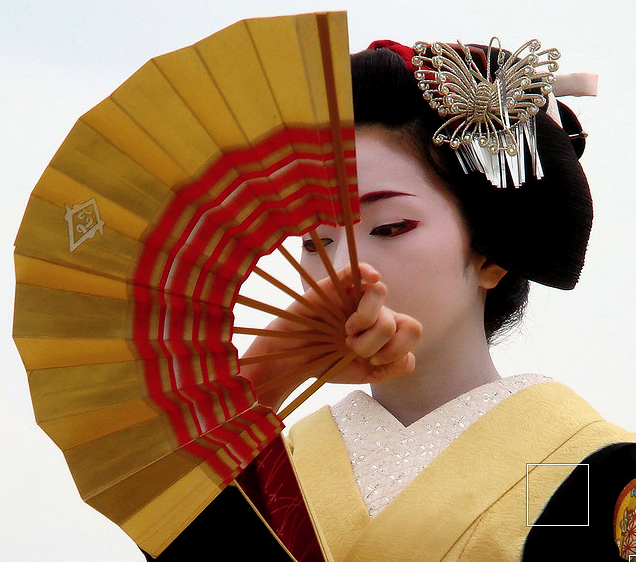 The maiko (apprentice geisha) Konomi / 舞妓 小之美さん / Kyoto, Japan Performing a dance at Heian Shrine in dedication to the arrival of spring.