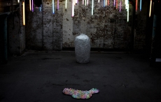 break-the-vase-installation