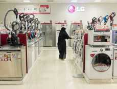 June 19, 2014 – Isfahan, Iran. A woman shops in an appliance center inside the Isfahan City Center Mall, one of the biggest in the country. © Thomas Cristofoletti / Ruom