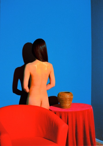 standing-woman--turned-back_800_800