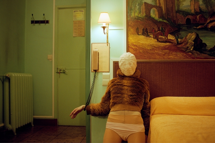 HOTEL_PERRON_SELFPORTRAIT_WAITING_FOR_YOUR_CALL
