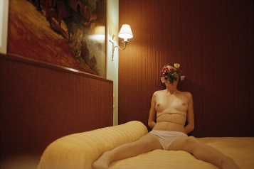 HOTEL_PERRON_SELFPORTRAIT_WITH_FLOWER_FACE(3)