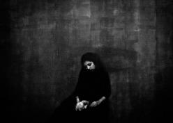 انتشار آثار عکاس ایرانی فرزانه رادمهر