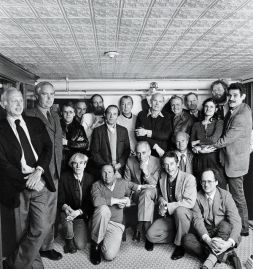 Leo Castelli and gallery artists at the Odeon restaurant, in New York City, for the 25th anniversary of the Castelli Gallery, 1982, including Jasper Johns (eighth from left), Andy Warhol, Robert Rauschenberg and Richard Serra, among others. Photograph by Hans Namuth/Courtesy of the Center for Creative Photography, University of Arizona/©1991 Hans Namuth Estate.
